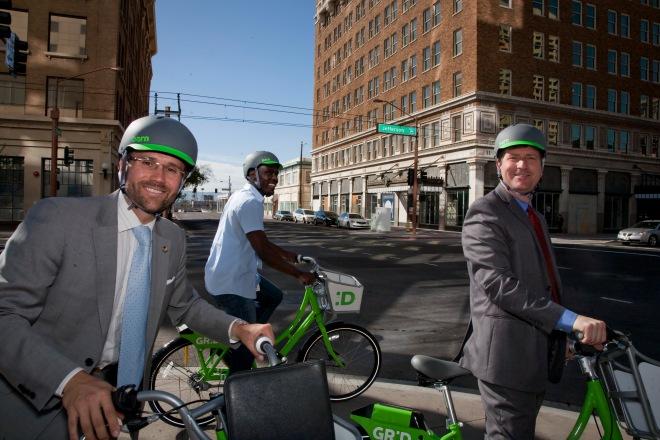 Colin 2013 Eugene Scott Mayor Greg Stanton. Grid Bike